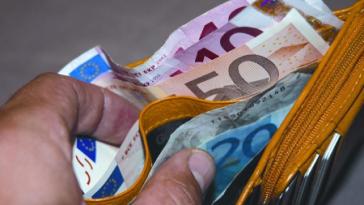 minimum salary required permesso di soggiorno Ako Ay Pilipino